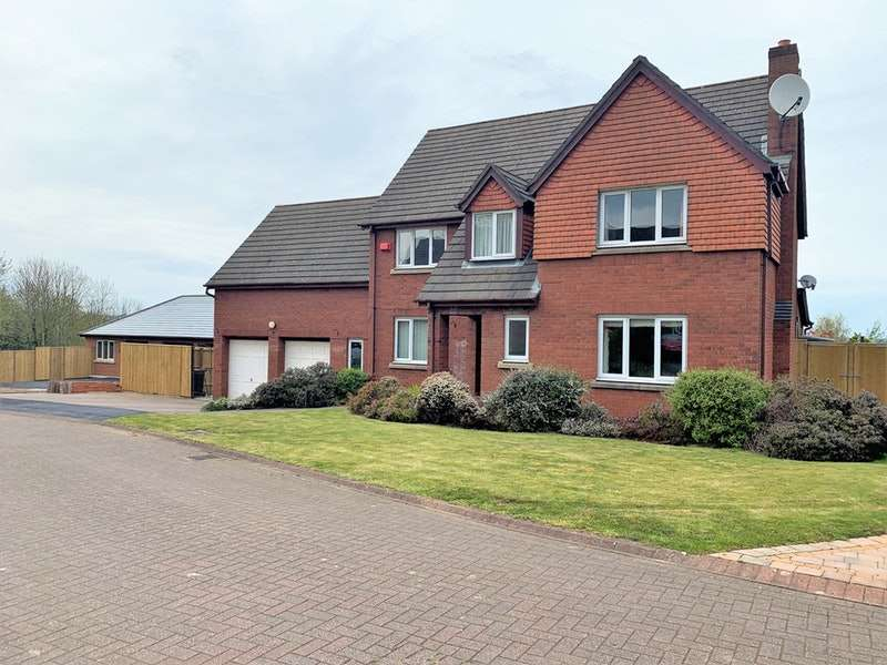 5 Bedrooms Detached House for sale in Gorse Close, Norley, Cheshire, WA6
