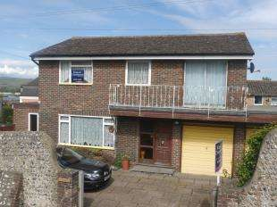 4 Bedrooms Detached House for sale in Church Hill, Newhaven, East Sussex