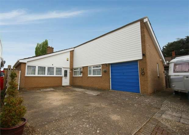 3 Bedrooms Detached Bungalow for sale in Mill Street, Gamlingay, Sandy, Cambridgeshire
