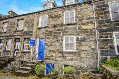 3 Bedrooms Terraced House for sale in Corn Hill, Porthmadog, Gwynedd, LL49