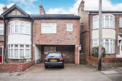 1 Bedroom Maisonette Flat for sale in Periwinkle Lane, Dunstable, Bedfordshire, England