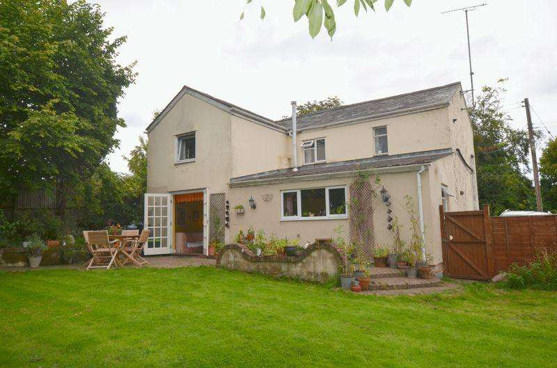 4 Bedrooms Detached House for sale in Station Road, Newnham