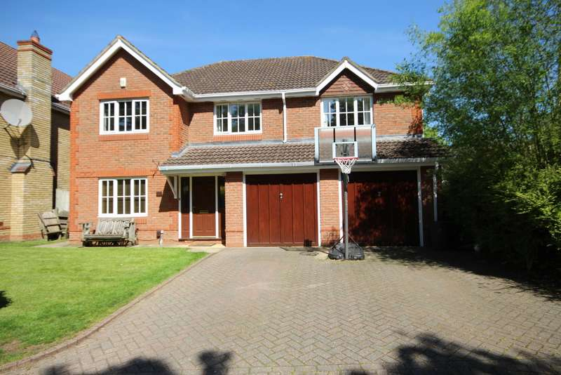5 Bedrooms Detached House for sale in Dyer Road, Keephatch Park RG40
