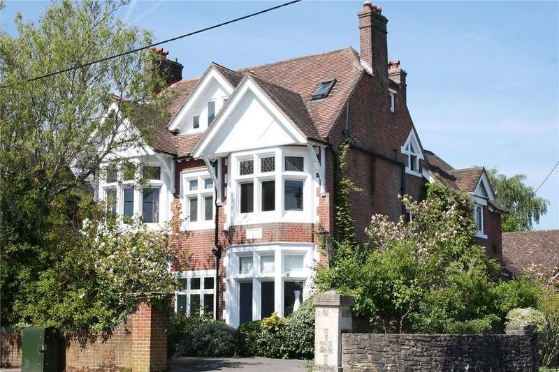 6 Bedrooms Detached House for sale in Weston Road, Petersfield, Hampshire, GU31