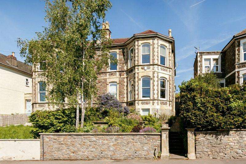 3 Bedrooms Apartment Flat for sale in Cromwell Road, St Andrews
