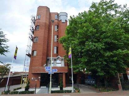 2 Bedrooms Flat for sale in Eleanor House, 33-35 Eleanor Cross Road, Waltham Cross, Hertfordshire