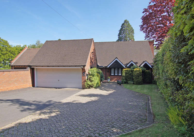 3 Bedrooms Detached Bungalow for sale in Cherry Hill Road, Barnt Green, B45 8LH