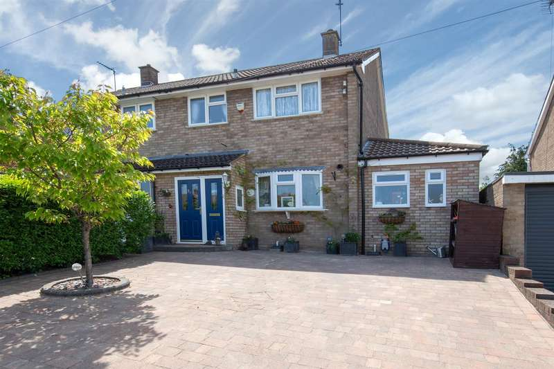 3 Bedrooms Semi Detached House for sale in Appleby Gardens, Dunstable, Bedfordshire