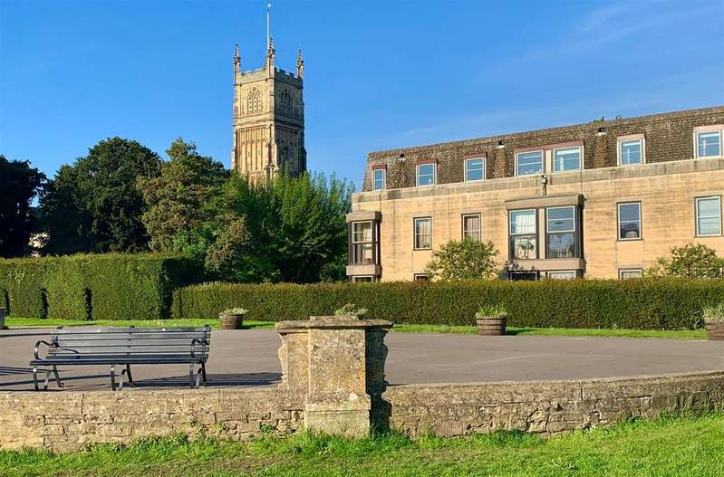 2 Bedrooms Flat for sale in Abbey House, Cirencester