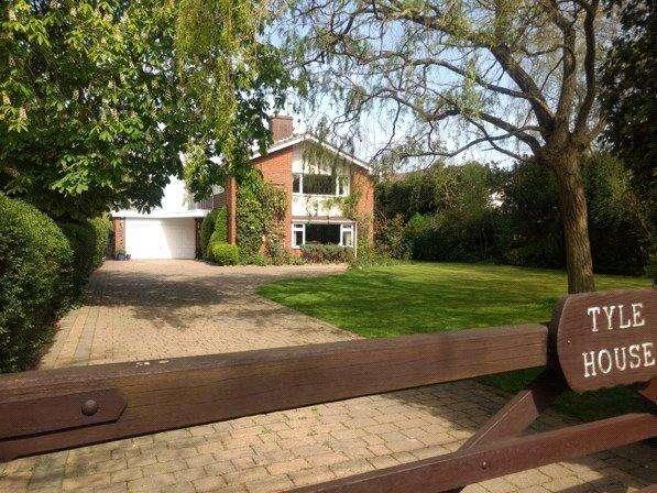4 Bedrooms Detached House for sale in Highwood Road, Loves Green, Ingatestone, Essex, CM1