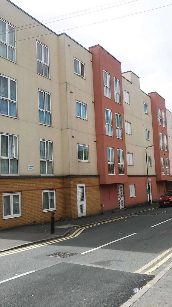 1 Bedroom Apartment Flat for sale in Novello House, Slough SL2 5BW