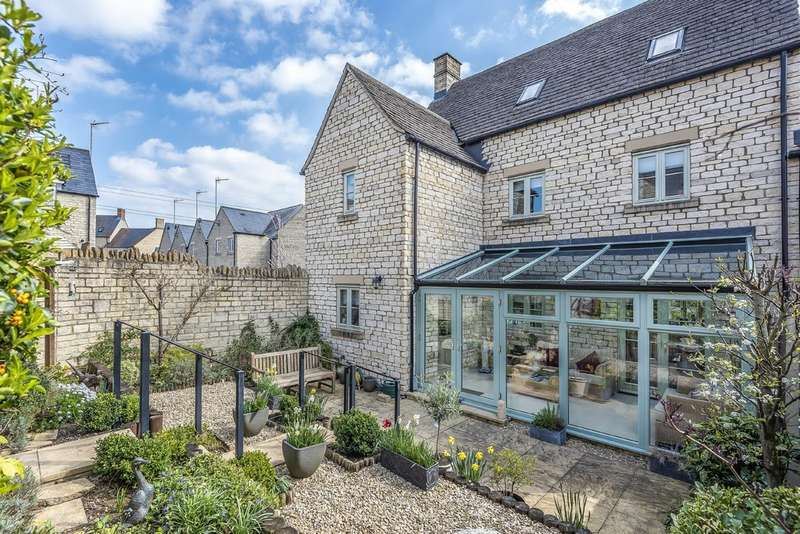 5 Bedrooms Semi Detached House for sale in Cirencester