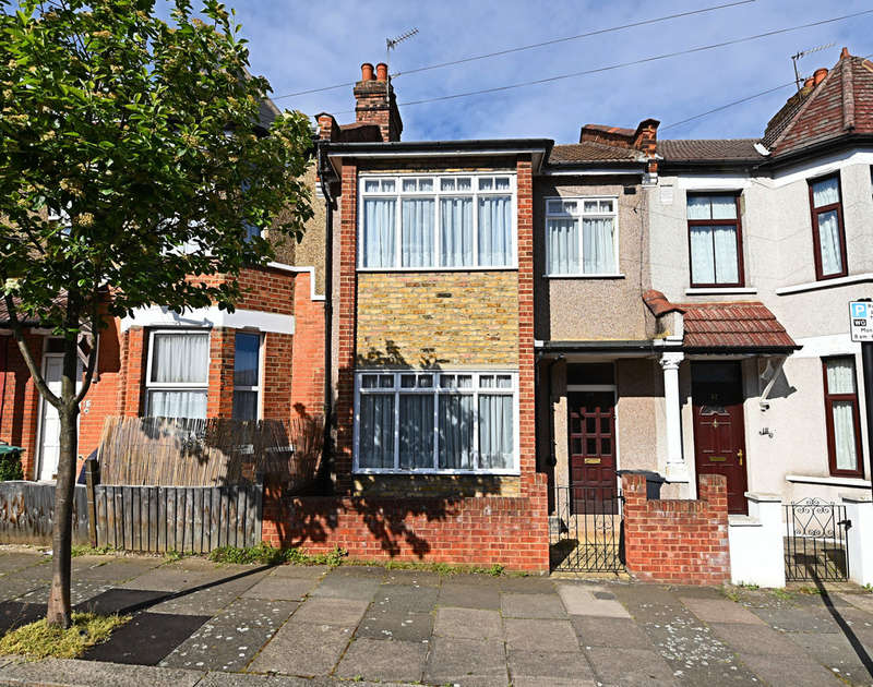 3 Bedrooms Terraced House for sale in Forfar Road, London, N22