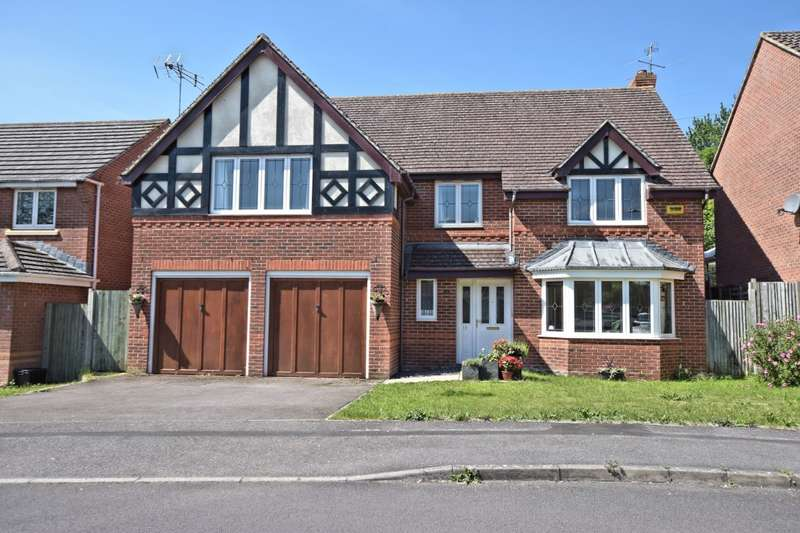 5 Bedrooms Detached House for sale in Rayner Drive, Arborfield, Reading, RG2