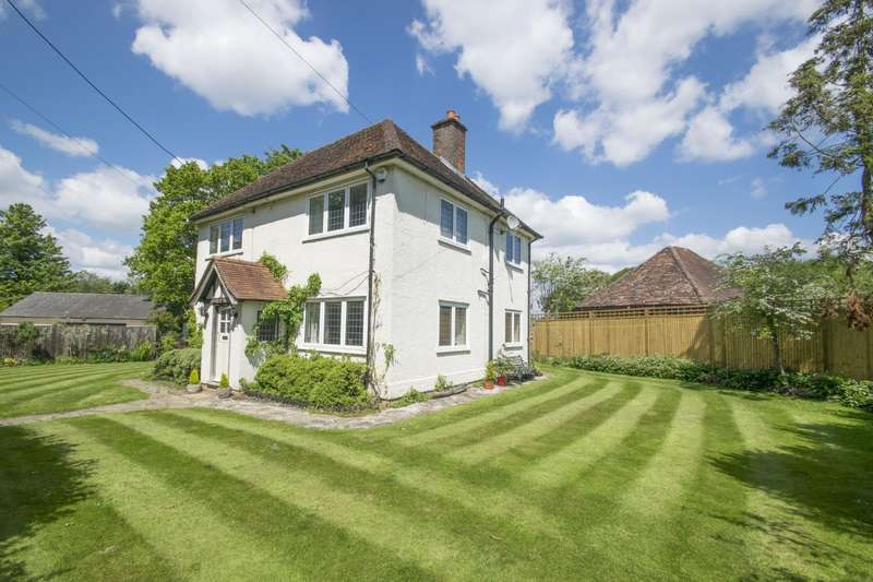 4 Bedrooms Detached House for sale in Crays Pond, Reading, RG8