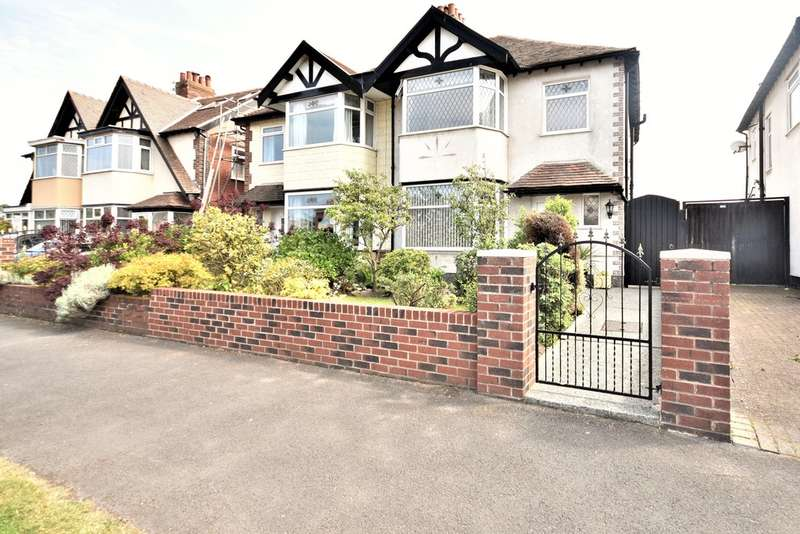 3 Bedrooms Semi Detached House for sale in Warbreck Hill Road, Blackpool