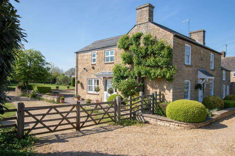 5 Bedrooms Detached House for sale in Stamford Road, Barnack