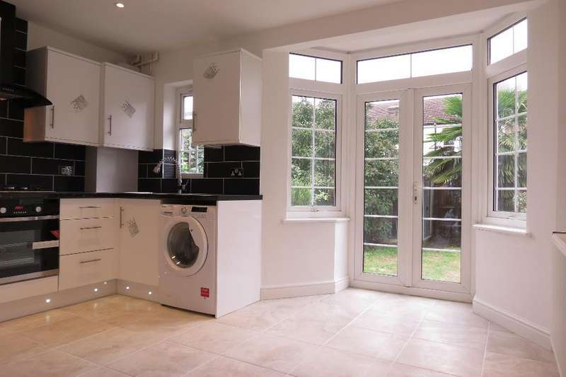 2 Bedrooms Terraced House for sale in Clifton Park Avenue, Raynes Park, London, SW20 8BD