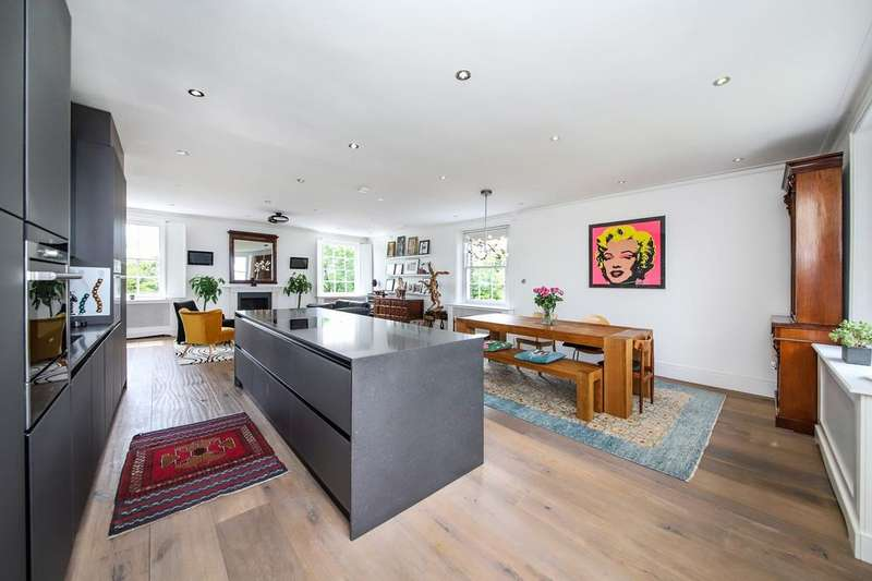 2 Bedrooms Apartment Flat for sale in Point House, 18 West Grove, London, SE10