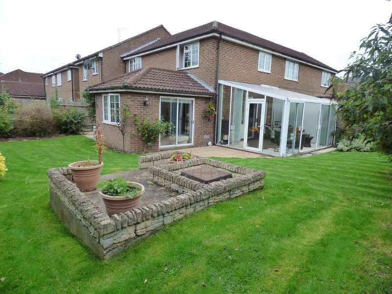3 Bedrooms Terraced House for sale in Robinson Court, Earley, Reading, RG6 5YX