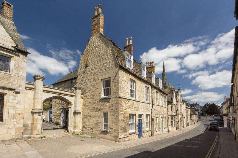 3 Bedrooms Terraced House for sale in Stamford