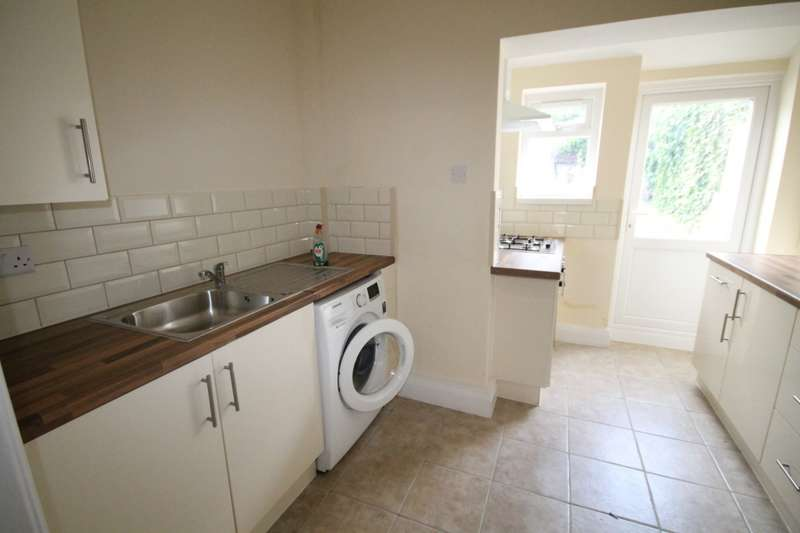 4 Bedrooms Terraced House for rent in Grove Road, Hounslow, TW3