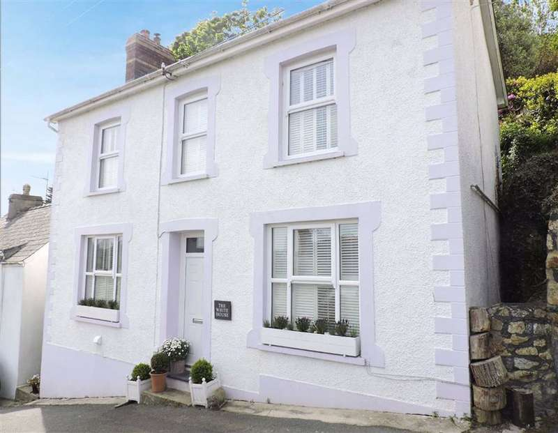 3 Bedrooms Detached House for sale in Clement Road, Goodwick