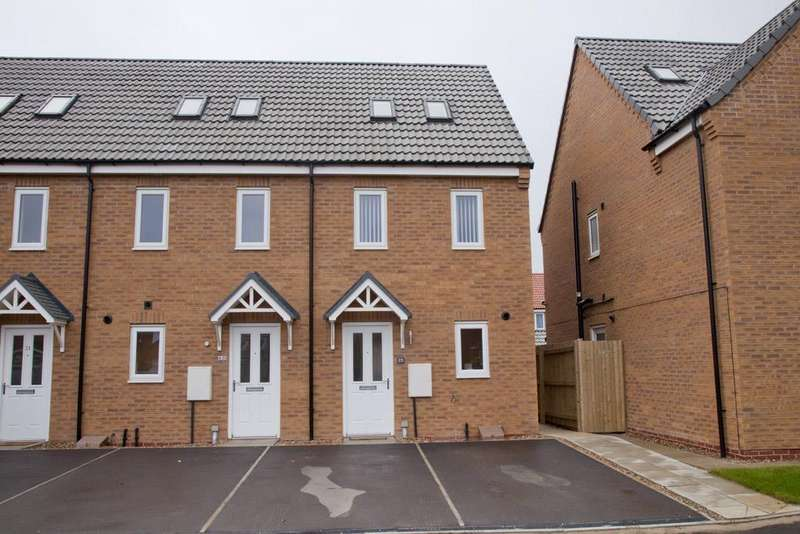3 Bedrooms Town House for sale in Crucible Close, North Hykeham, Lincoln