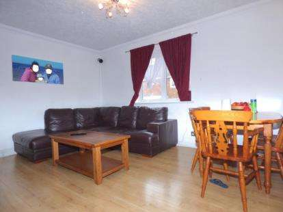 2 Bedrooms Maisonette Flat for sale in The Highlands, Potters Bar, Hertfordshire