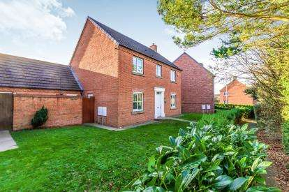 4 Bedrooms Detached House for sale in Silverdale Drive, Chase Terrace, Burntwood, Staffordshire