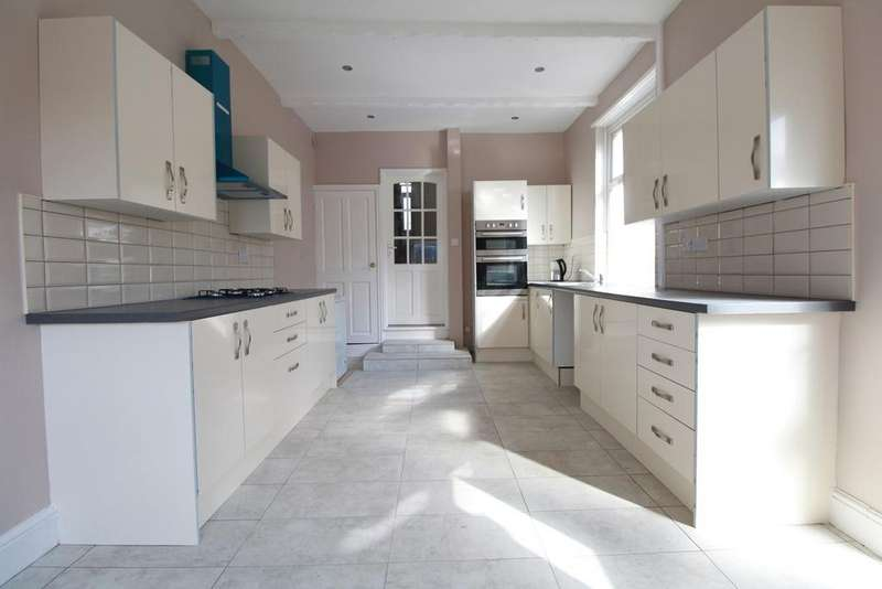 3 Bedrooms End Of Terrace House for sale in Gibbs Road, Newport, NP19