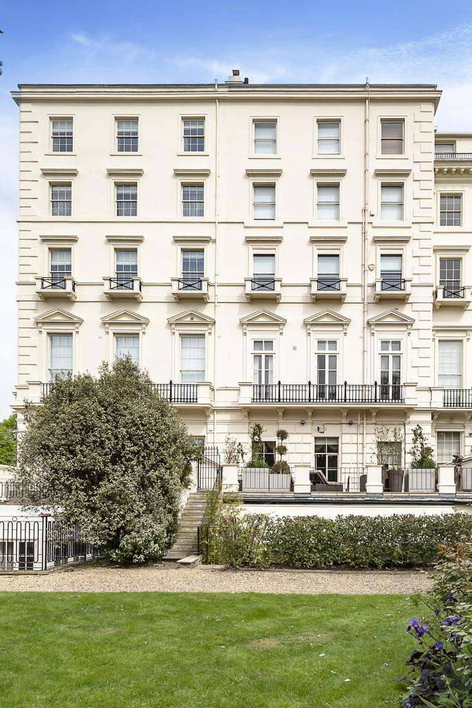 3 Bedrooms Ground Flat for sale in Hyde Park Gardens, London. W2