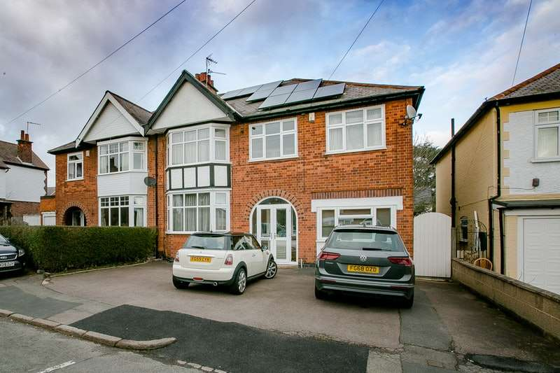 4 Bedrooms Semi Detached House for sale in Westleigh Avenue, Leicester, Leicester, LE3