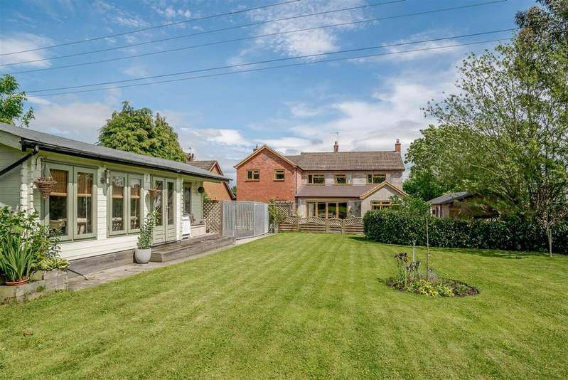 5 Bedrooms Detached House for sale in Church Road, Bradley Green, Redditch