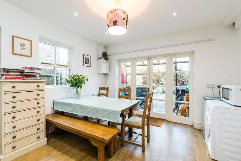 5 Bedrooms Terraced House for sale in Romola Road