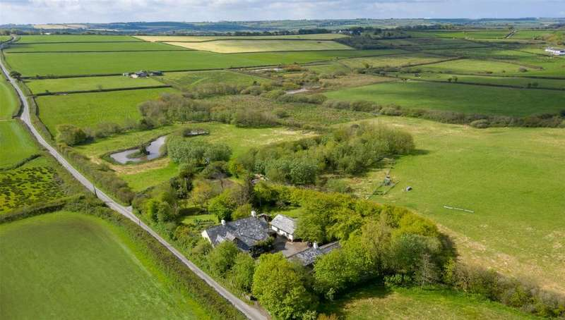 5 Bedrooms Detached House for sale in Woolsery, Bideford