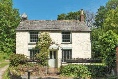 2 Bedrooms Detached House for sale in Bodmin, Cornwall