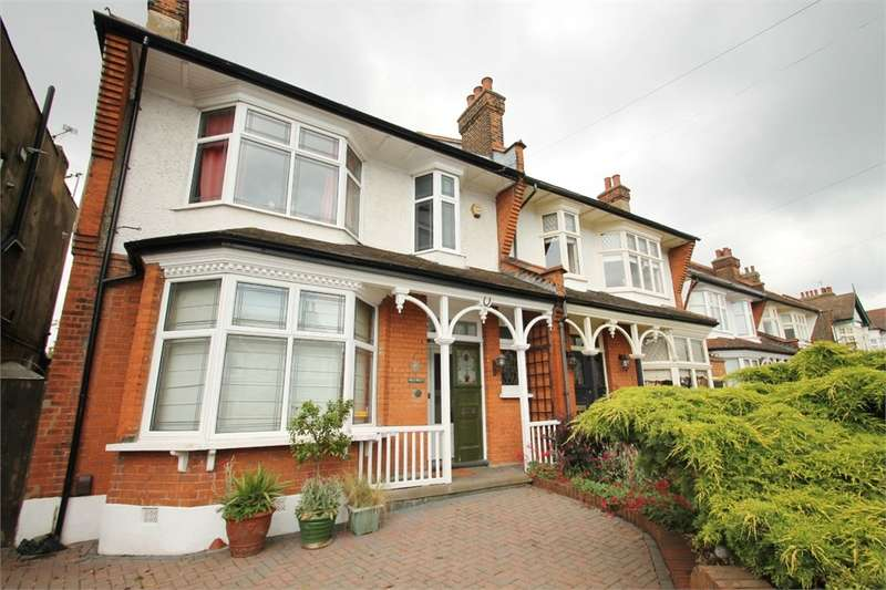 4 Bedrooms Semi Detached House for sale in Gordon Road, Chingford E4