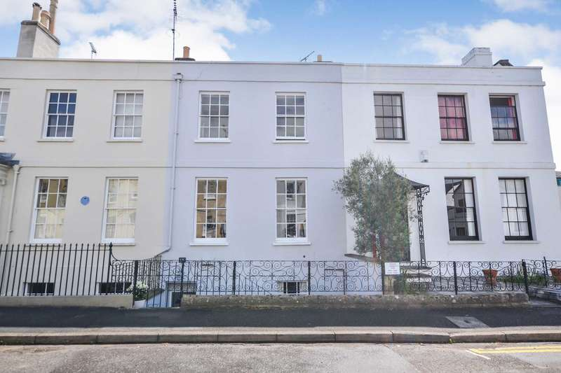 3 Bedrooms Town House for sale in Oxford Street, Cheltenham, Gloucestershire