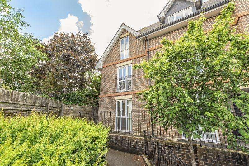 4 Bedrooms Town House for sale in Linden Gardens, Dorchester