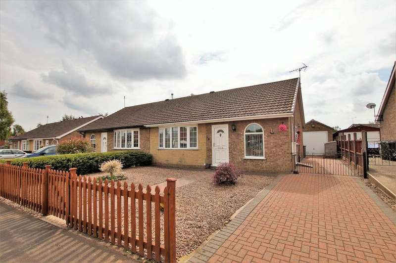 2 Bedrooms Semi Detached Bungalow for sale in Dellfield Avenue, Lincoln