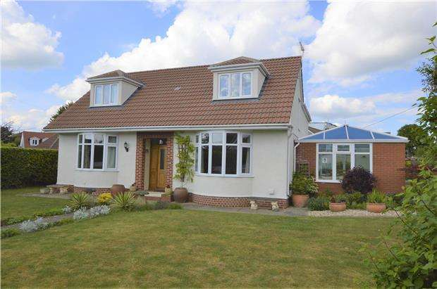 5 Bedrooms Detached Bungalow for sale in Beesmoor Road, BS36 2RP