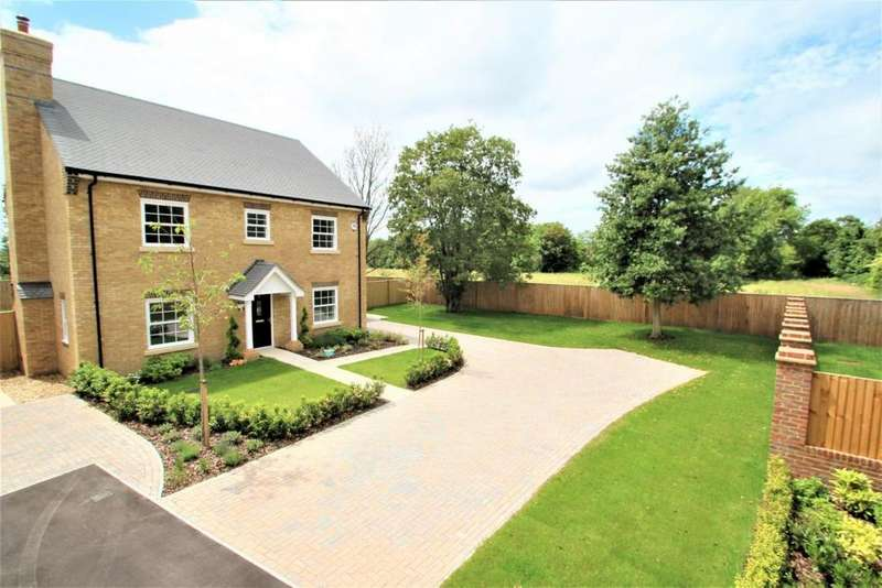 5 Bedrooms Detached House for sale in The Street, Mortimer, RG7