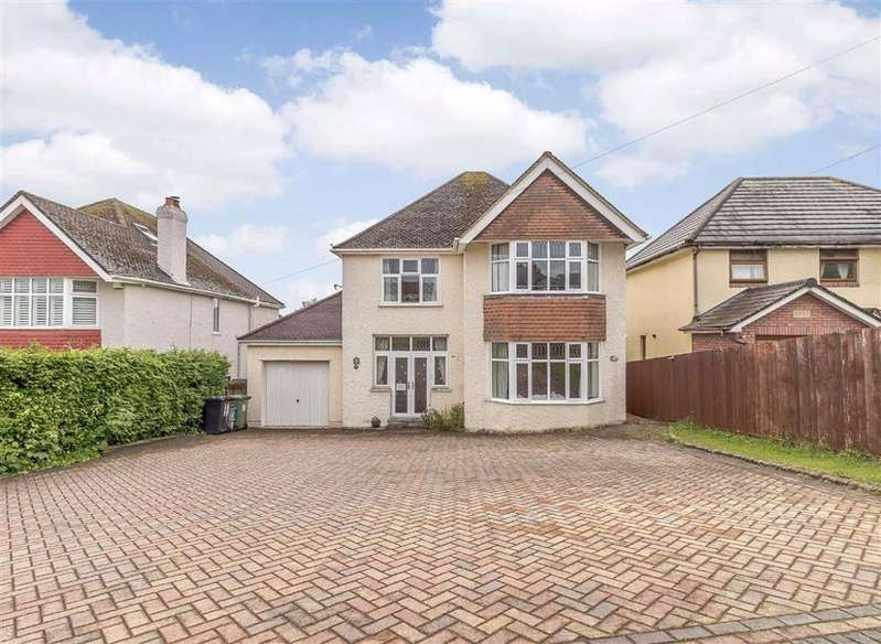 4 Bedrooms Detached House for sale in Beachley Road, Chepstow, Gloucestershire