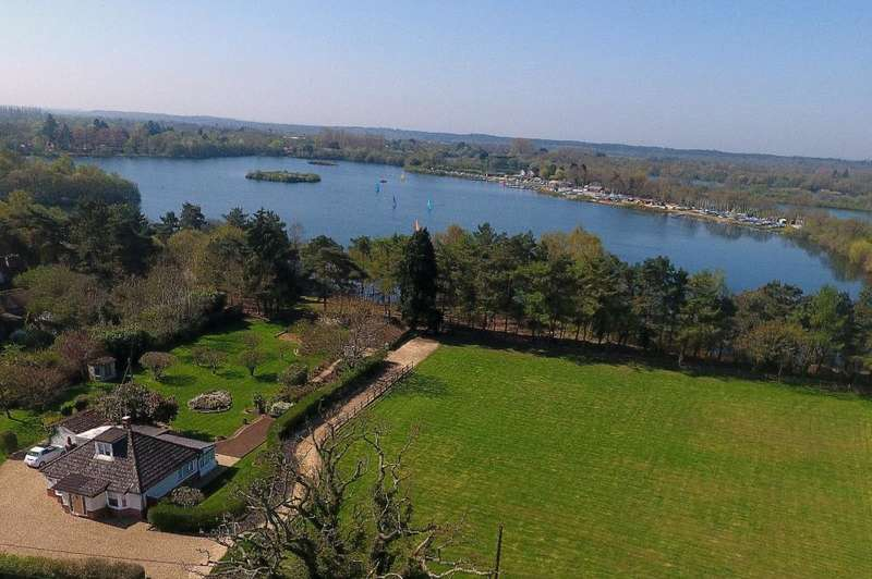 3 Bedrooms Chalet House for sale in Rockford, Ringwood, BH24 3ND