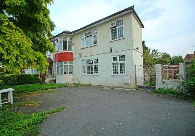 5 Bedrooms Property for sale in Halstead Road, London, Enfield, N21 3DR