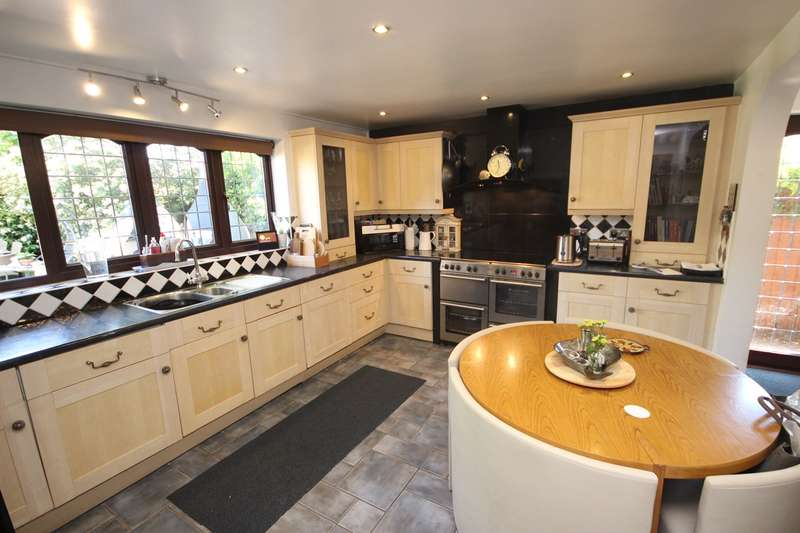 5 Bedrooms Detached House for sale in The Rowans, Silsoe, Bedfordshire, MK45