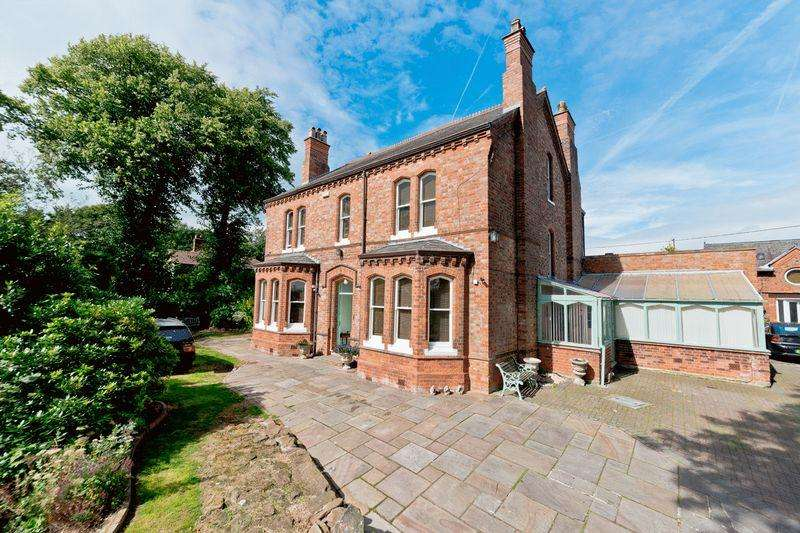 5 Bedrooms Detached House for sale in Chester Road, Runcorn