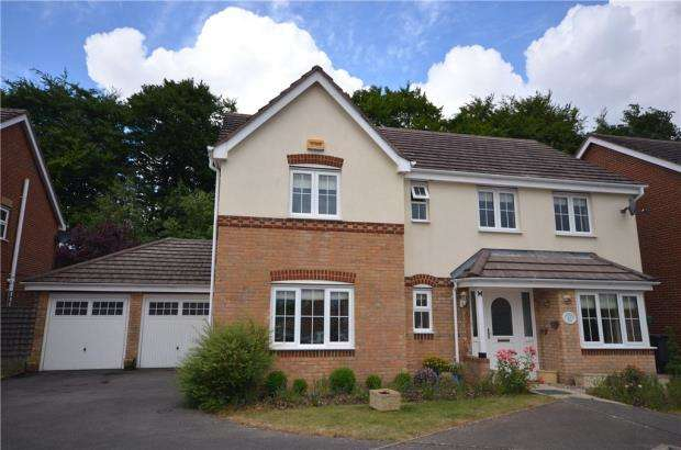 4 Bedrooms Detached House for sale in Ferndown Close, Beggarwood, Basingstoke