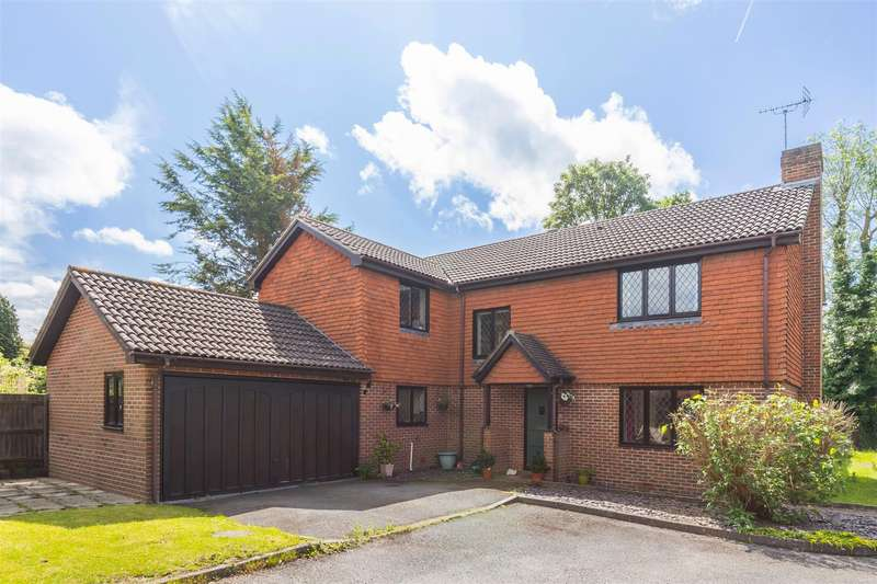 5 Bedrooms Detached House for sale in Ladymead, Burgess Hill